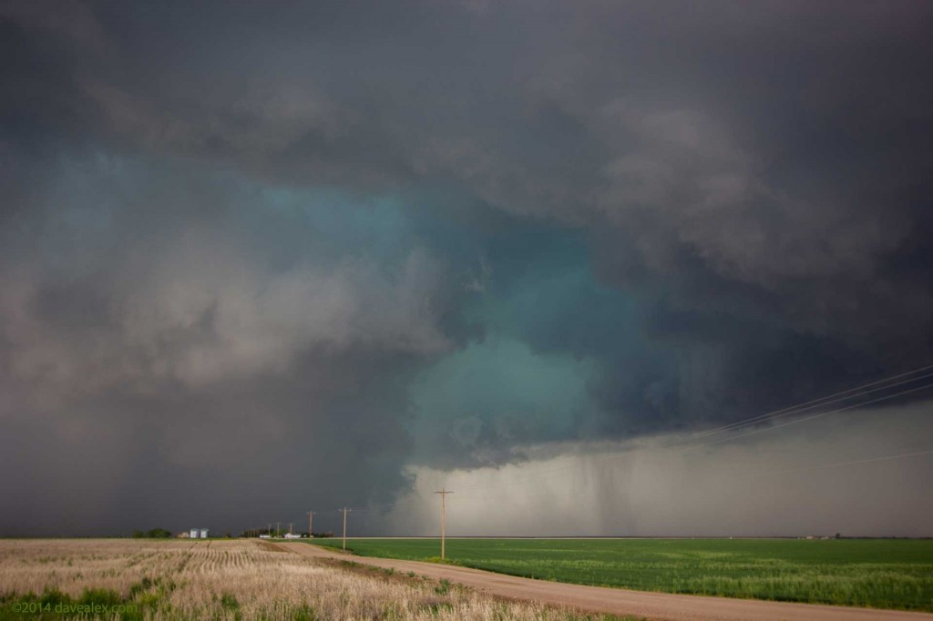 Fantastic colors of this tornadic supercell near Watkins